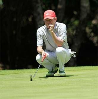 Golfeurs pourvus d'une solide force physique et mentale