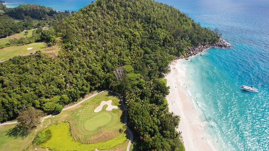Golf Lovers, the Indian Ocean is your destination