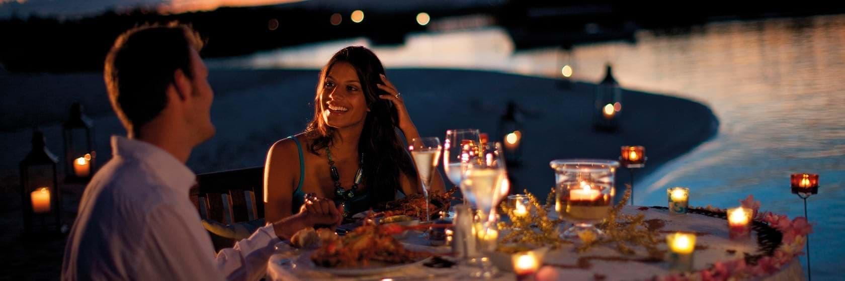 Romantic dinner for honeymooners in Mauritius