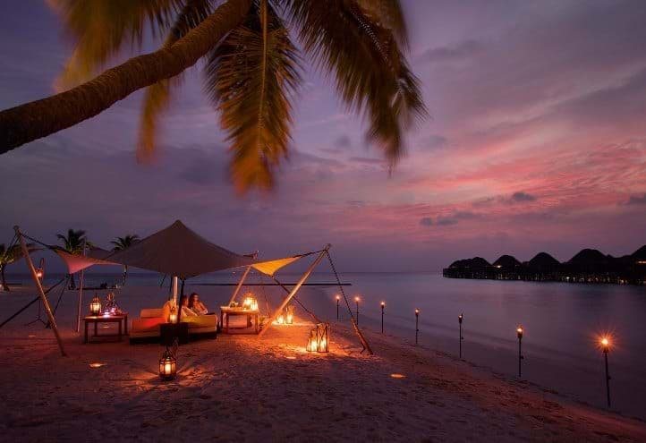 Beach dinner - Constance Halaveli Maldives