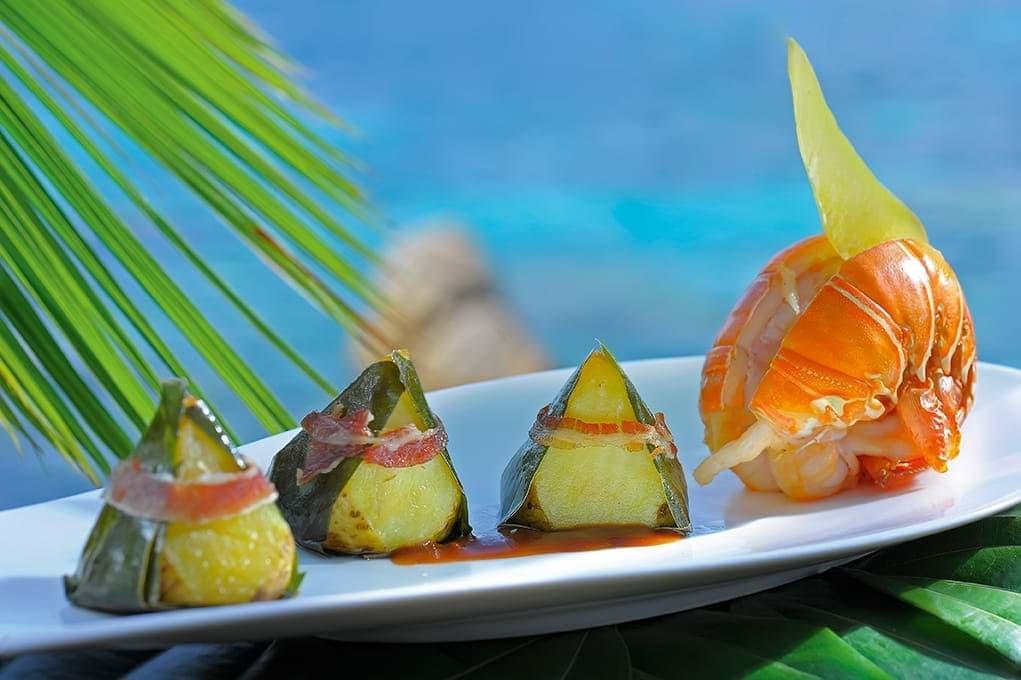 enjoy food at Lemuria