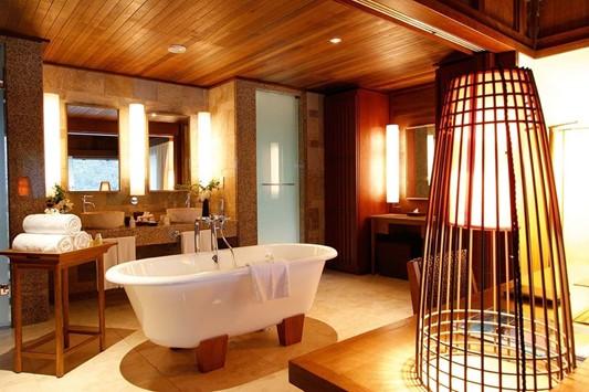 Bathtub|Constance Ephelia|Hillside Villa